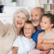 Atención abuelitas: cuidar a sus nietos les ayudará a vivir más tiempo