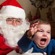 Maestra dice a sus alumnos de seis años que Santa no existe y desata polémica sobre la verdad y la fantasía
