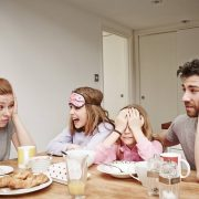 Lo que la llegada segundo hijo genera en la salud de los padres