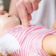 Guía de primeros auxilios: Ahogamiento en bebés