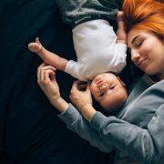 Los bebés deben dormir con su mamá hasta los 3 años y este estudio lo comprueba